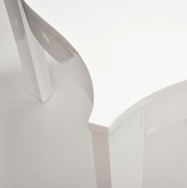 White lacquer sq table curve closeup