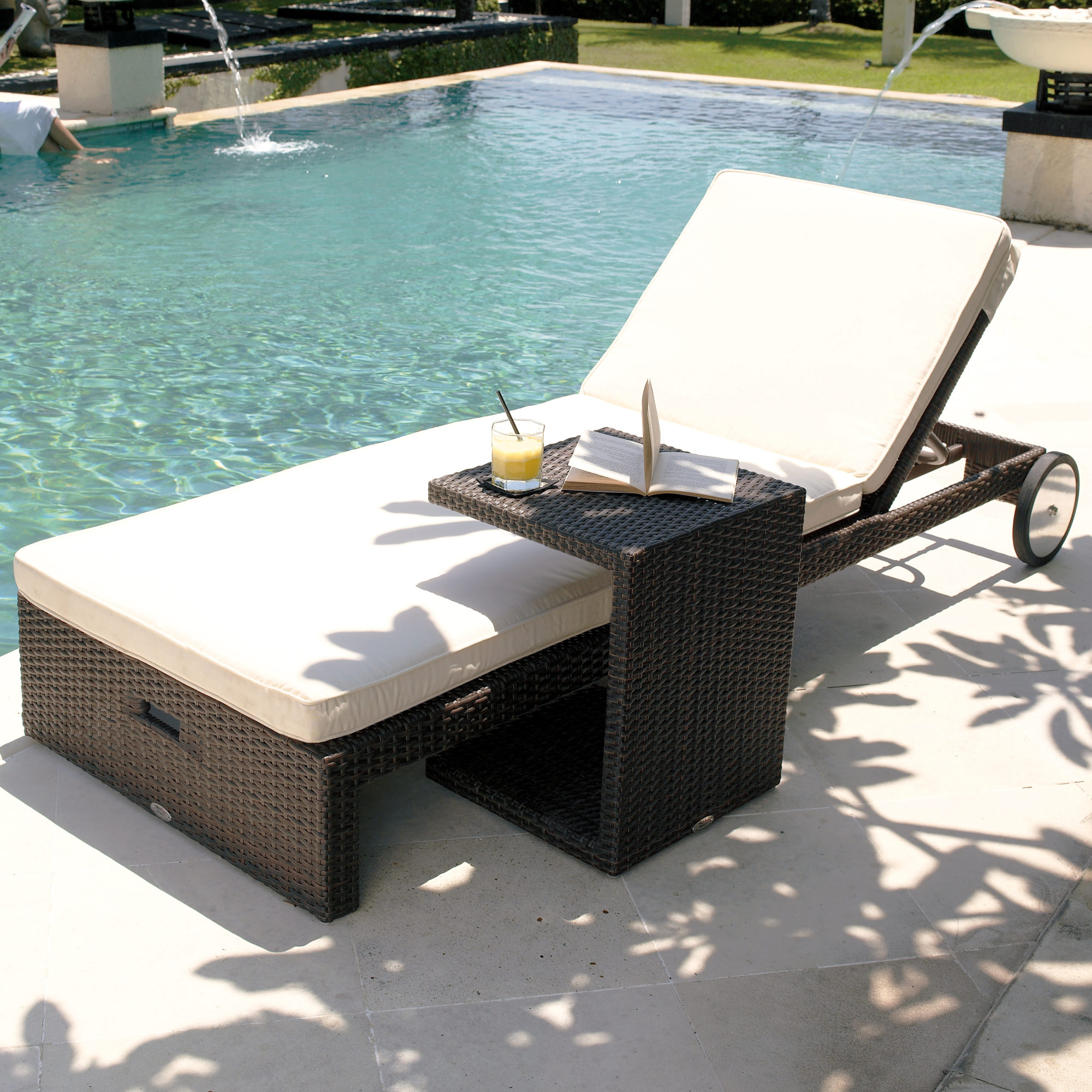 Chaise Lounge Outdoor.Cuatro Chaise Lounge Side Table