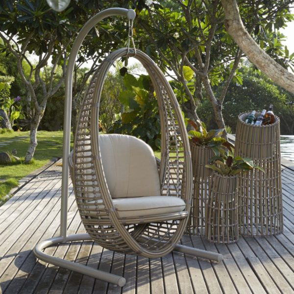 Oval hanging chair in Kubu color